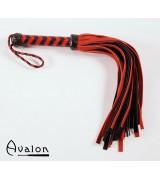 Avalon - Sort og rød flogger med 36 haler i semsket lær