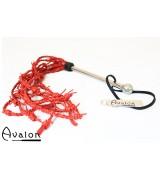 Avalon - Piggtråd-flogger i rødt lær